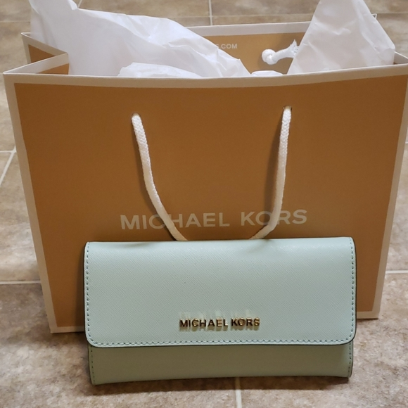 Michael Kors Handbags - Michael Kors Jet Set Travel Trifold Wallet